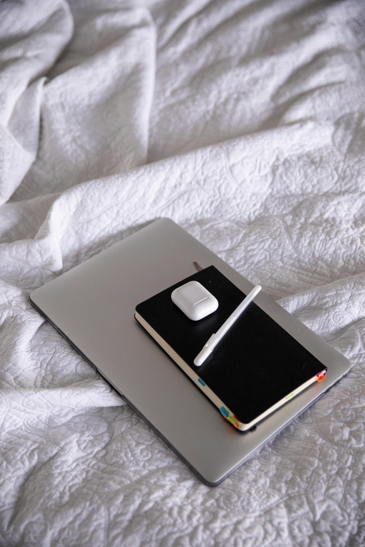 laptop pen bed